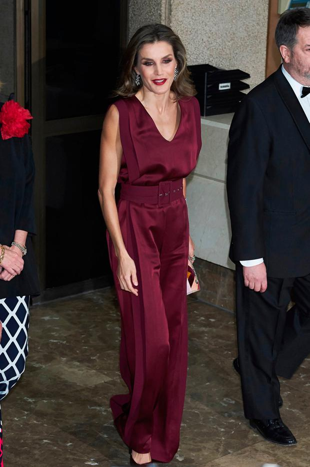 Queen Letizia of Spain attends the 'Mariano de Cavia', 'Luca de Tena' and 'Mingote' Journalism awards on October 26, 2017 in Madrid, Spain. (Photo by Carlos Alvarez/Getty Images)