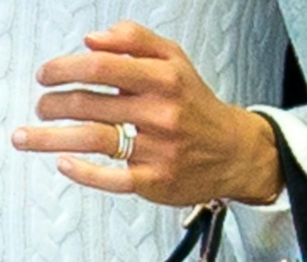 Newlywed Alicia Vikander shows off her wedding ring as she arrives in Miami. Picture: Splash News