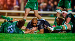Simon Zebo scores Munster's first try despite the efforts of Tom Farrell, left and James Cannon of Connacht. Photo: Diarmuid Greene/Sportsfile