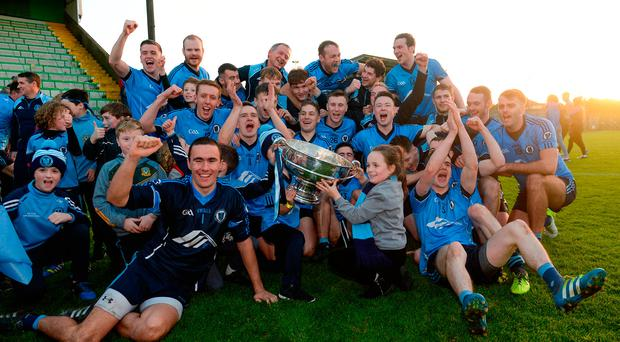 Simonstown Gaels players celebrate after receiving the Keegan Cup. Photo by Piaras Ó Mídheach/Sportsfile