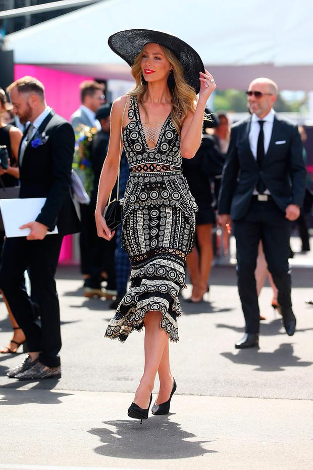 Jennifer Hawkins arrives at the MYER Marquee on Derby Day at Flemington Racecourse on November 4, 2017 in Melbourne, Australia. (Photo by Scott Barbour/Getty Images)