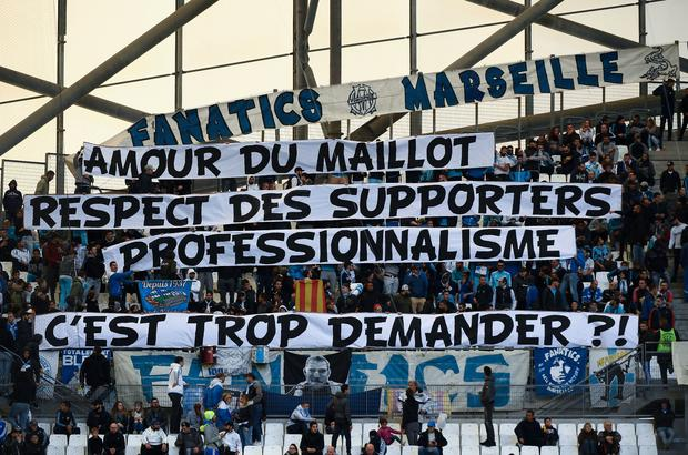 TOPSHOT - Olympique de Marseille (OM) fans hold a banner reading