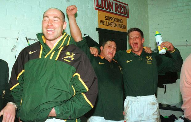 Le Roux celebrating Tri Nations Test victory over the All Blacks in 1998 with South Africa team-mates Mark Andrews (left) and Franko Smith. Photo by Ross Land/Getty Images