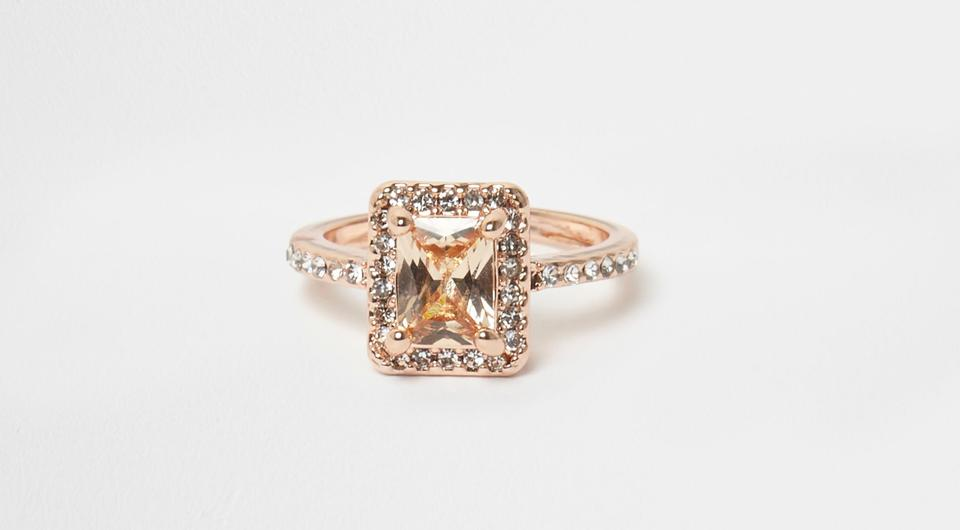 pave captivates settings up to and images bling diamond best jewels perfect stone rows setting white set engagement jewerly halo yslevin pinterest ring with gold on of your eyes diamonds leading center rings