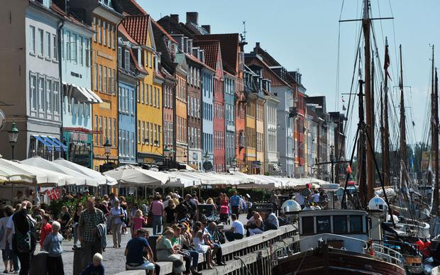 Coulourful houses and a boat can be seen in the Nyhavn district in Copenhagen on August 10, 2010. AFP PHOTO JOHANNES EISELE