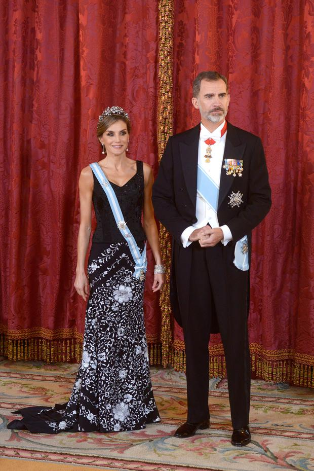 King Felipe VI of Spain and Queen Letizia of Spain receive Israeli President Reuven Rivlin and wife Nechama Rivlin for a Gala Dinner at the Royal Palace on November 6, 2017 in Madrid, Spain. (Photo by Borja Benito - Pool/Getty Images)