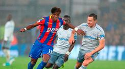 Crystal Palace's Wilfried Zaha (left) and Everton's Phil Jagielka (right) battle for the ball during the Premier League match at Selhurst Park, London. PRESS ASSOCIATION Photo. Picture date: Saturday November 18, 2017. See PA story SOCCER Palace. Photo credit should read: Steven Paston/PA Wire.