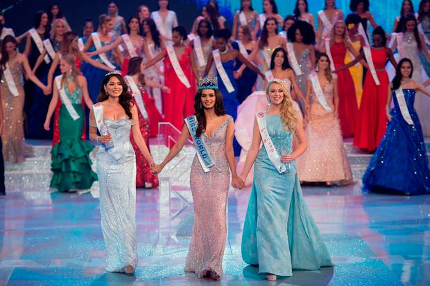 Miss India Manushi Chhilar (C) smiles as she wins the 67th Miss World contest final next to 2nd runner up Miss Mexico Alma Andrea Meza Carmona (L) and 3rd runner up Miss England Stephanie Jayne Hill (R) in Sanya, on the tropical Chinese island of Hainan on November 18, 2017. / AFP PHOTO / NICOLAS ASFOURINICOLAS ASFOURI/AFP/Getty Images