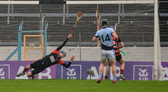 19 November 2017; Ballygunner goalkeeper Stephen O'Keeffe is beaten for a goal by David Breen of Na Piarsaigh during the AIB Munster GAA Hurling Senior Club Championship Final match between Na Piarsaigh and Ballygunner at Semple Stadium in Thurles, Co Tipperary. Photo by Piaras Ó Mídheach/Sportsfile