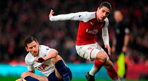 Hector Bellerin (r) looks to have the advantage over Tottenham's Jan Vertonghen. Photo: Shaun Botterill/Getty Images