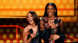 2017 American Music Awards – Show – Los Angeles, California, U.S., 19/11/2017 – Kat Graham (L) and Kelly Rowland speak on stage. REUTERS/Mario Anzuoni