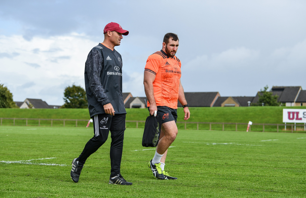 Munster defence coach Jacques Nienaber in conversation with James Cronin of Munster before Munster Rugby squad training at the University of Limerick in Limerick. Photo by Diarmuid Greene/Sportsfile