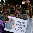 Zimbabweans celebrate after President Robert Mugabe resigns in Harare, Zimbabwe November 21, 2017. REUTERS/Philimon Bulawayo