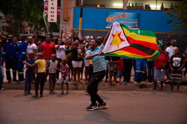 Zimbabweans living in South Africa celebrate after President Robert Mugabe resigns, in Johannesburg, South Africa November 21, 2017. REUTERS/James Oatway
