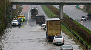 22/11/17 Heavy flooding on the N3 at Junction 2, Blanchardstown Centre this afternoon after heavy rain caused the River Tolka to burst its banks. Traffic in the area was brought to a standstill...Picture Colin Keegan, Collins Dublin.