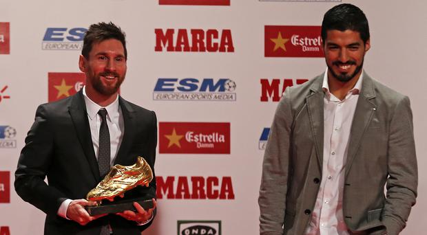 Barcelona football player Luis Suarez (R) gives the Golden Boot award to Lionel Messi (L) at the Old Estrella Damn Factory on November 24, 2017 in Barcelona, Spain. (Photo by Urbanandsport/NurPhoto via Getty Images)