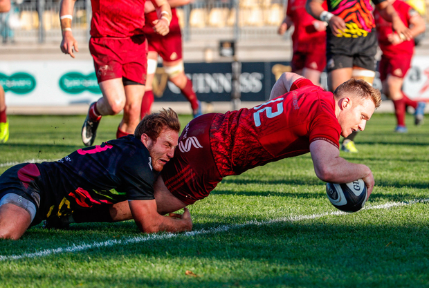 26 November 2017; Rory Scannell of Munster scores a try despite the efforts of Giulio Bisegni during the Guinness PRO14 Round 9 match between Zebre and Munster at the Stadio Lanfranchi in Parma, Italy. Photo by Roberto Bregani/Sportsfile