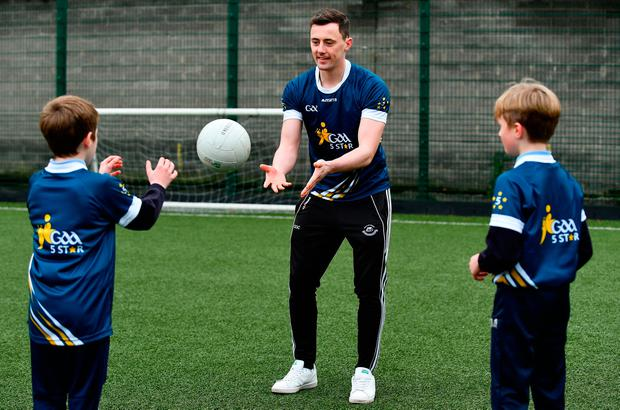 Diarmuid O'Connor of Mayo, with, Sean Fitzgerald and John O'Keefe of Killinure NS, Co Limerick, during Launch of the GAA 5 Star Centres at O'Connell Boys National School & Croke Park in Dublin. Photo: Sam Barnes/Sportsfile