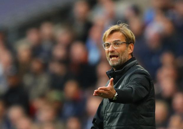 Jurgen Klopp, Manager of Liverpool gives his team instructions during the Premier League match between Tottenham Hotspur and Liverpool at Wembley Stadium on October 22, 2017 in London, England. (Photo by Richard Heathcote/Getty Images)