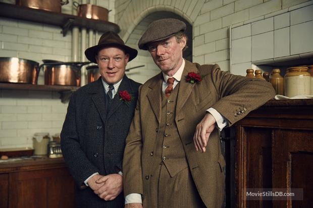 Ned Dennehy (r) in Peaky Blinders