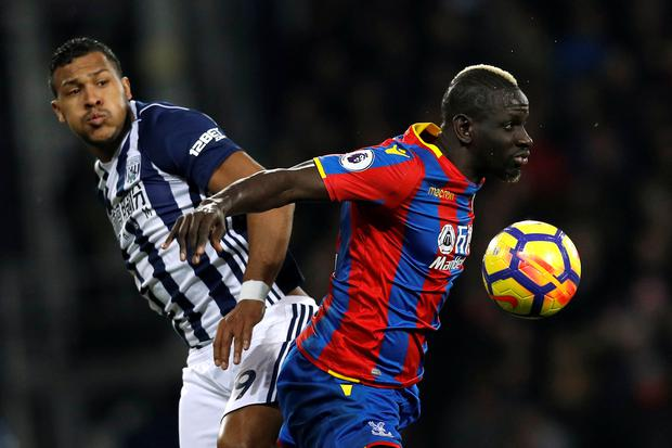 Crystal Palace's Mamadou Sakho shields the ball from West Brom's Salomon Rondon. Photo: Reuters.