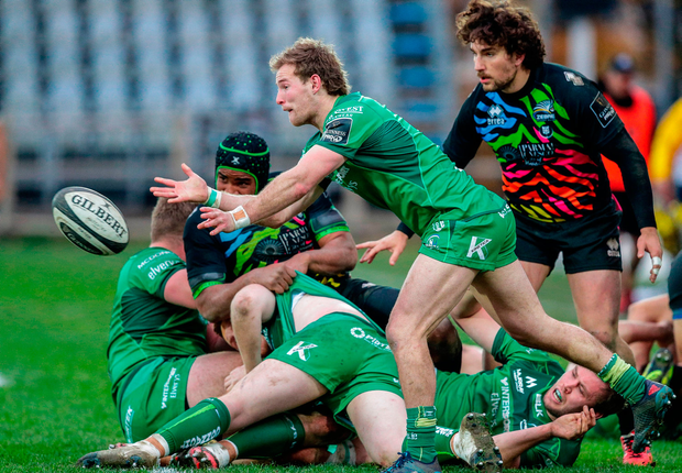 Kieran Marmion of Connacht Rugby gets the ball away. Photo by Roberto Bregani/Sportsfile