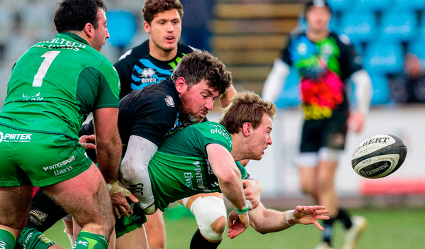 Kieran Marmion of Connacht gets the ball away while being tackled by George Biagi of Zebre. Photo by Roberto Bregani/Sportsfile