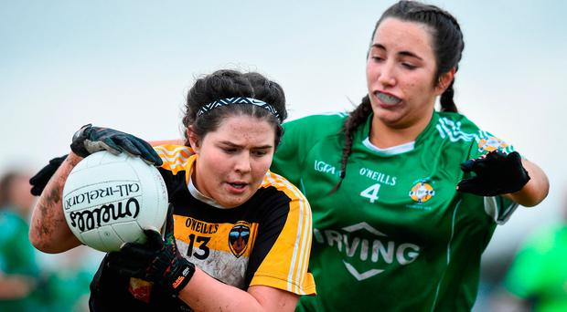 Elena McEnaney of Corduff in action against Bridget Wall of Aghada. Photo by Matt Browne/Sportsfile