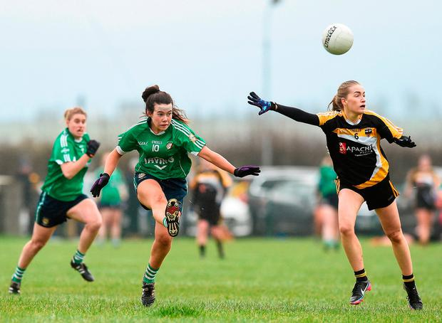 Lauren McAllister of Aghada in action against Kate Brennan of Corduff. Photo by Matt Browne/Sportsfile