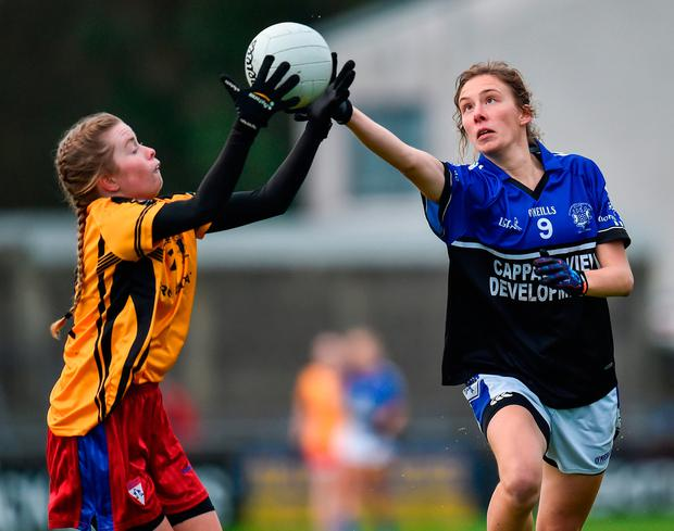 Lorraine Copithorne of Kinsale in action against Rachel McDermott of Dunboyne. Photo by Seb Daly/Sportsfile
