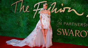 English model Poppy Delevingne poses on the red carpet upon arrival to attend the British Fashion Awards 2017 in London on December 4, 2017. / AFP PHOTO / Daniel LEAL-OLIVASDANIEL LEAL-OLIVAS/AFP/Getty Images