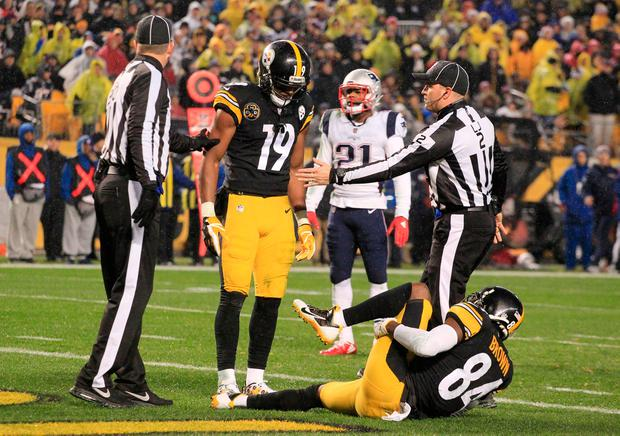 71878667692 Pittsburgh Steelers wide receiver JuJu Smith-Schuster (19) looks on as wide  receiver