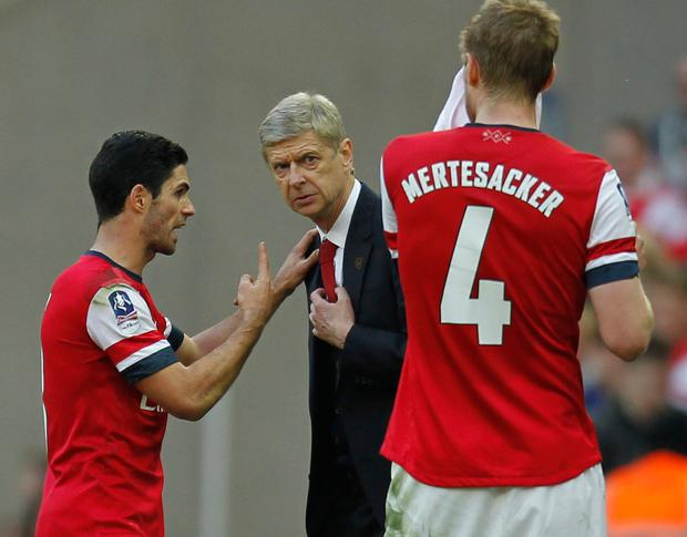 Former Arsenal midfielder Mikel Arteta (L) with Arsene Wenger
