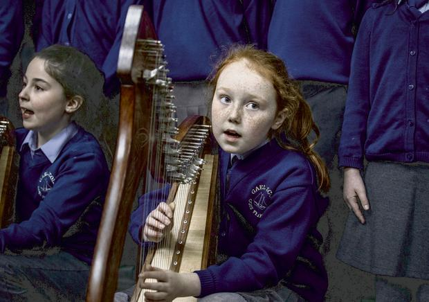 Doireann Ní Rabhartaigh from Gaelscoil Cois Feabhail choir in Donegal plays her harp for Taoiseach Leo Varadkar at the launch Bliain na Gaeilge 2018 in Government Buildings, Dublin. Photo: Rollingnews.ie