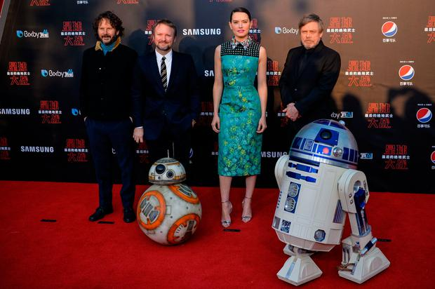 L-R Israeli film producer Ram Bergman, US film director Rian Johnson, British actress Daisy Ridley, US actor Mark Hamill pose at the red carpet for the Chinese premiere of 'Star Wars: The Last Jedi' at the Shanghai Disney Resort in Shanghai on December 20, 2017. / AFP PHOTO / CHANDAN KHANNA