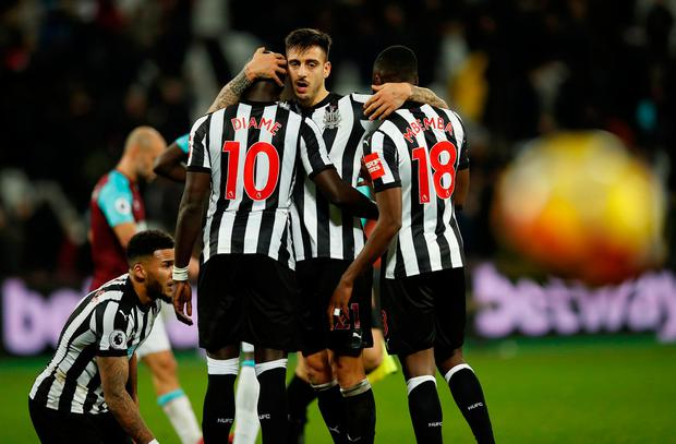 Newcastle United's Joselu celebrates with Mohamed Diame and Chancel Mbemba
