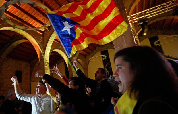 Catalan independence supporters wave a 'estelada' ( pro-independence Catalan flag ) at the ANC ( Catalan National Assembly ) headquarters after results of the regional elections in Barcelona. Photo: AP