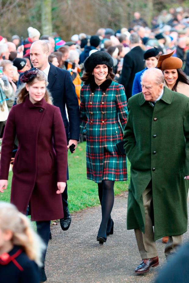 (L-R) Lady Louise Windsor, Prince William, Duke of Cambridge, Prince Philip, Duke of Edinburgh, Catherine, Duchess of Cambridge and Meghan Markle attend Christmas Day Church service at Church of St Mary Magdalene on December 25, 2017 in King's Lynn, England. (Photo by Chris Jackson/Getty Images)