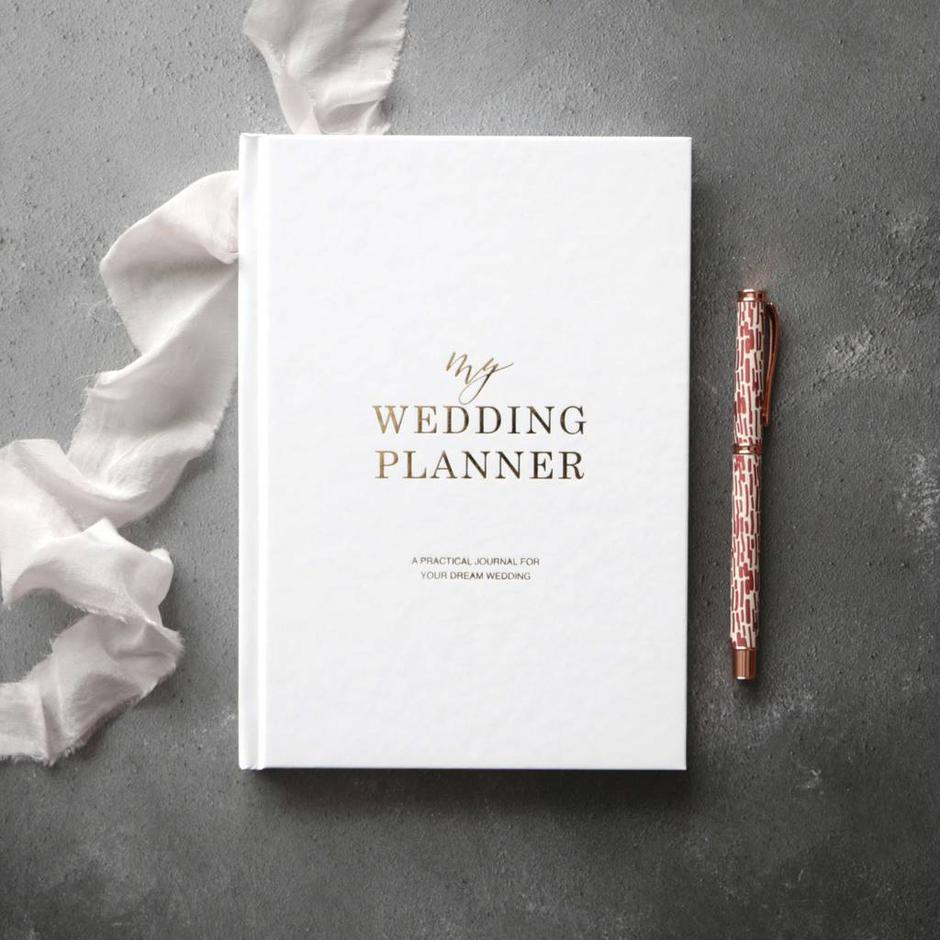 10 Gorgeous Gift Ideas For The Newly Engaged Couple