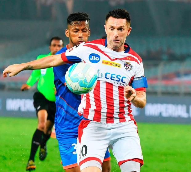 ATK's Robbie Keane battles with FC Goa's Narayan Das during the Indian Super League match in Kolkata yesterday. Photo: Dibyangshu Sarkar/AFP/Getty Images