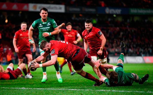 Munster's Darren O'Shea scores his side's first try despite the efforts of Connacht's Cillian Gallagher. Photo: Diarmuid Greene/Sportsfile