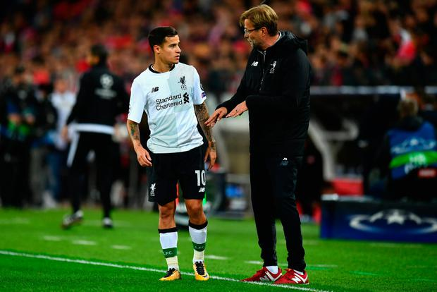 MOSCOW, RUSSIA - SEPTEMBER 26: Philippe Coutinho o Liverpool speaks to Jurgen Klopp, Manager of Liverpool during the UEFA Champions League group E match between Spartak Moskva and Liverpool FC at Otkrytije Arena on September 26, 2017 in Moscow, Russia. (Photo by Dan Mullan/Getty Images)