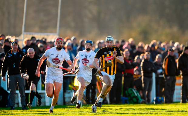 Liam Blanchford gets away from Paul Divilly and Shane Ryan. Photo by Ray McManus/Sportsfile