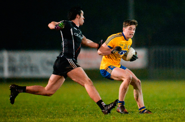 Finbarr Cregg of Roscommon in action against Darragh Cummins of Sligo. Photo: Piaras Ó Mídheach/Sportsfile