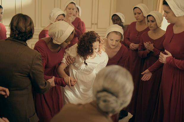 Elisabeth Moss and Madeline Brewer star in 'The Handmaid's Tale'