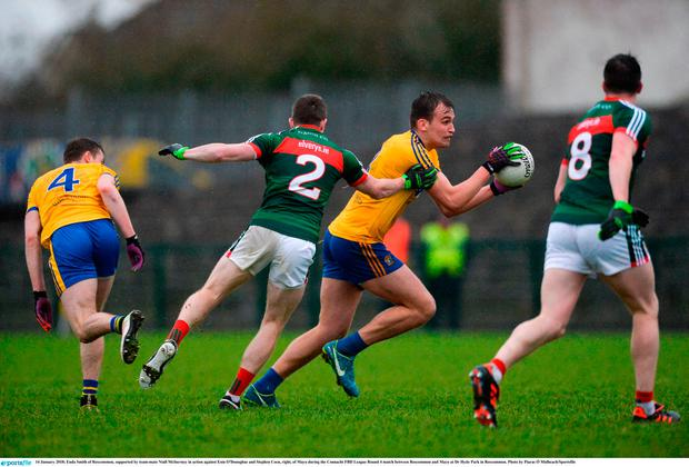 Enda Smith of Roscommon, supported by team-mate Niall McInerney in action against Eoin O'Donoghue and Stephen Coen, right, of Mayo during the Connacht FBD League Round 4 match between Roscommon and Mayo at Dr Hyde Park in Roscommon. Photo by Piaras Ó Mídheach/Sportsfile