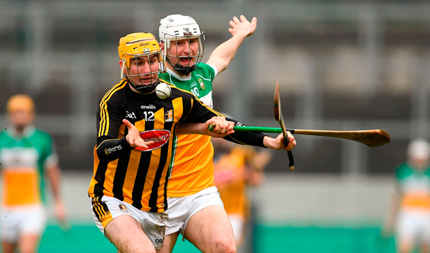 Richie Leahy of Kilkenny in action against Oisín Kelly of Offaly. Photo: Sam Barnes/Sportsfile