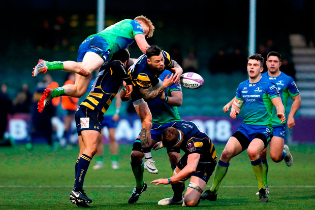 Darragh Leader of Connacht in action against Francois Hougaard of Worcester Warriors. Photo: Malcolm Couzens/Sportsfile
