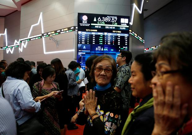 People gather on the trading floor during the start of trading at the Indonesia Stock Exchange building in Jakarta. Photo: Reuters