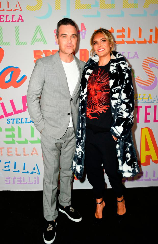 Singer Robbie Williams and actress Ayda Field attend the Stella McCartney Autumn 2018 womenswear collection and Autumn Winter 2018 menswear collection on January 16, 2018, in Hollywood, California. / AFP PHOTO / VALERIE MACONVALERIE MACON/AFP/Getty Images